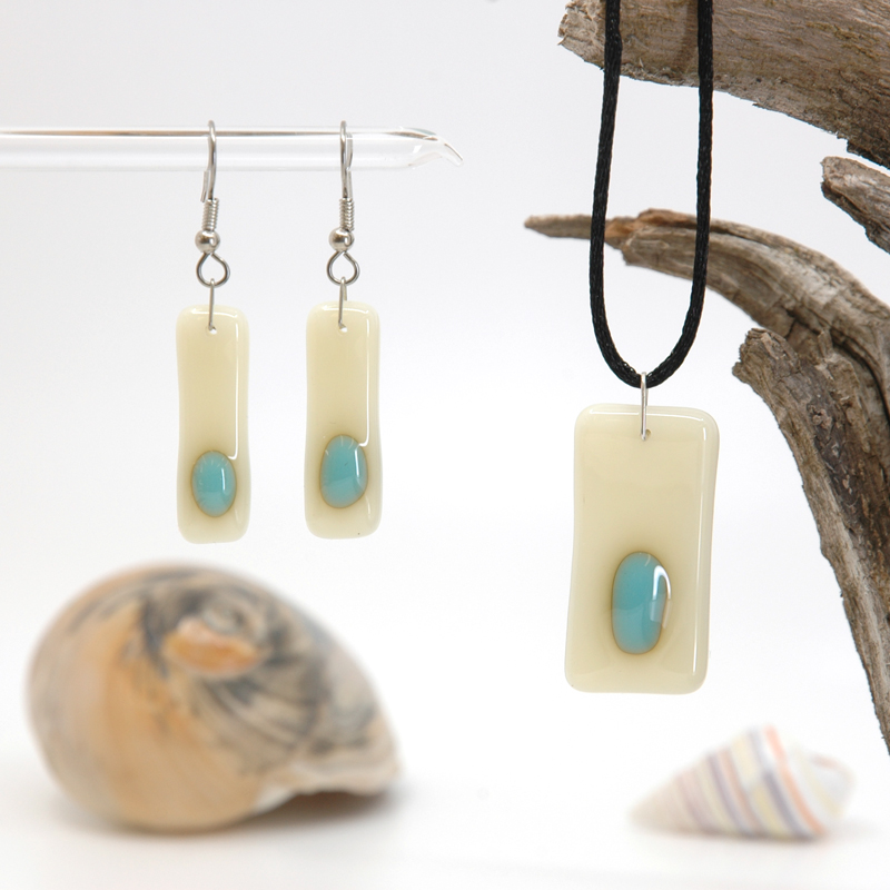 French Vanilla with turquoise accent dots on pendant and matching earrings