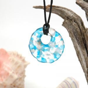 Round pendant with blue white grey and clear glass